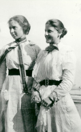 1898 Staithes - Laura and one of her students R.G
