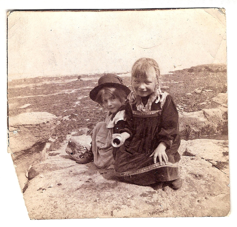 1898 Young children for models - Staithes